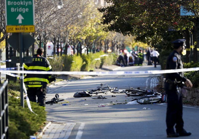 Biciklisek és gyalogosok közé hajtott egy autós Manhattanben – 8 halott