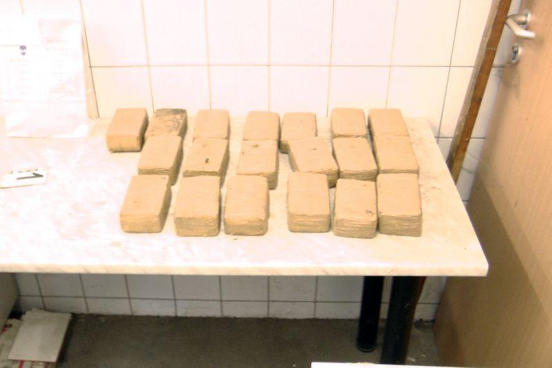 Ez volt az elmúlt évek legnagyobb drogfogása: tíz kiló heroin akadt fenn a tompai határon – videó!