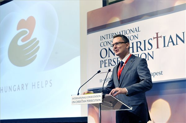 Rétvári: magyar Magyarországot, európai Európát
