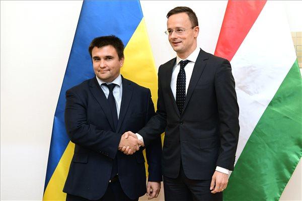"""Szijjártó: """"Ne akarja megmondani az ukrán kormány, hogy mi a jó a kárpátaljai magyaroknak"""""""