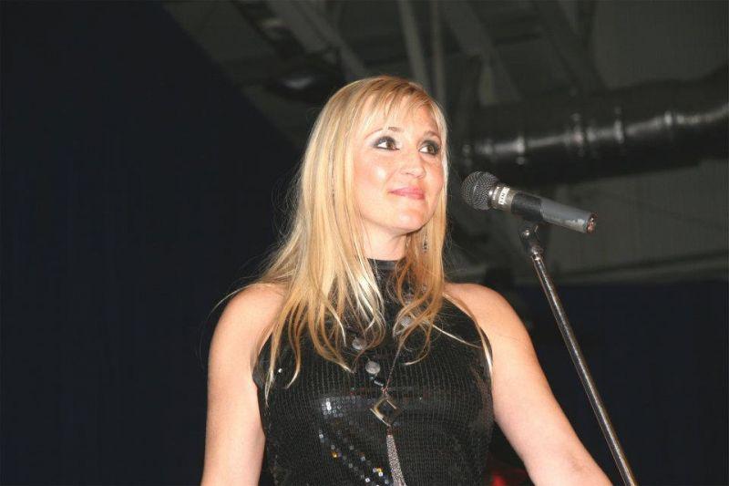 Tragikus hirtelenséggel elhunyt a 90-es évek népszerű magyar lánybandájának énekese