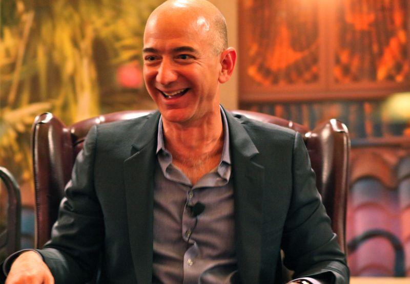 A világ leggazdagabb embere 2, 4 milliárd dollárt keresett a Black Fridayen