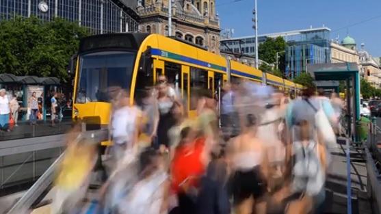 Így változik a tömegközeledési rend Budapesten a hosszú hétvégén