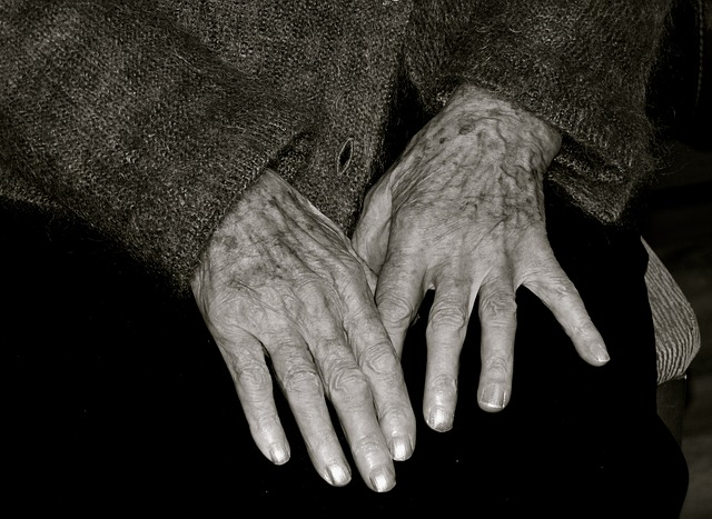 Előzetesbe került a férfi, aki bedrogozva, vascsővel verte halálra az idős asszonyt