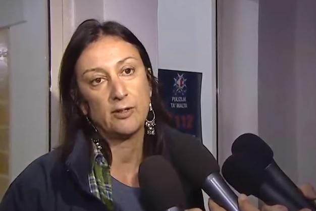 Saját autójában robbantották fel Málta legismertebb oknyomozó újságíróját