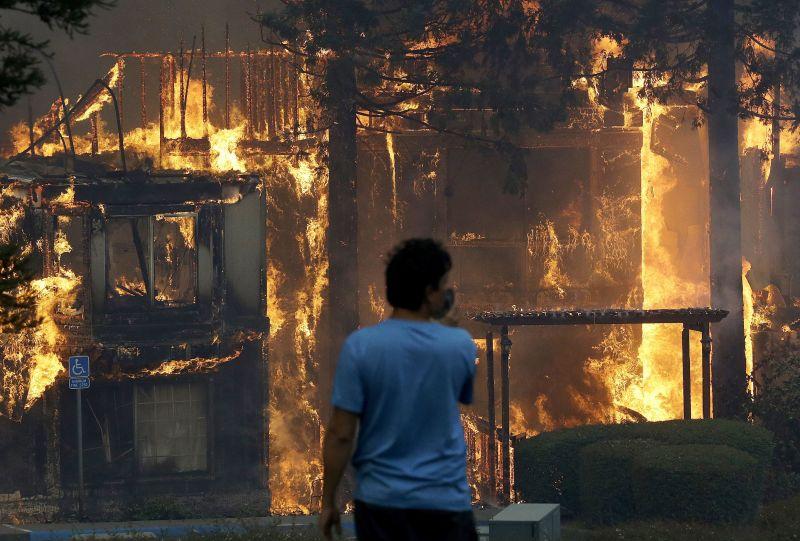 Már huszonegy halálos áldozata van a kaliforniai tűzvésznek