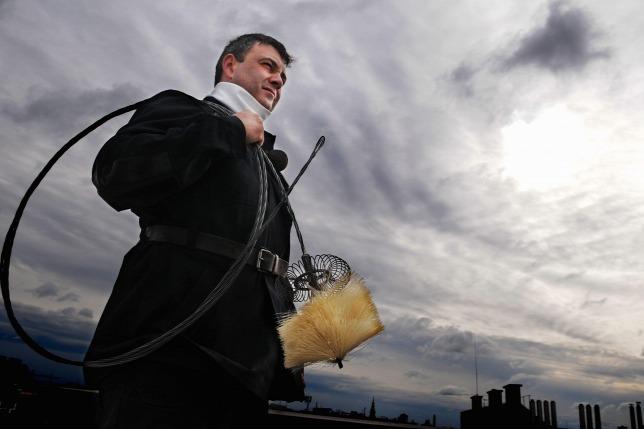 Drágíthatja a családi ház-tulajdonosok életét a kéményseprési törvény módosítása