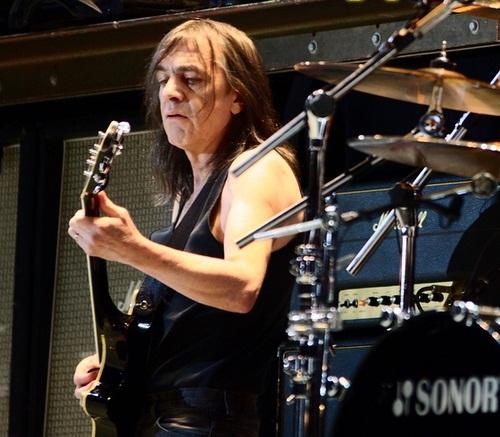 Elhunyt az AC/DC egyik alapítója