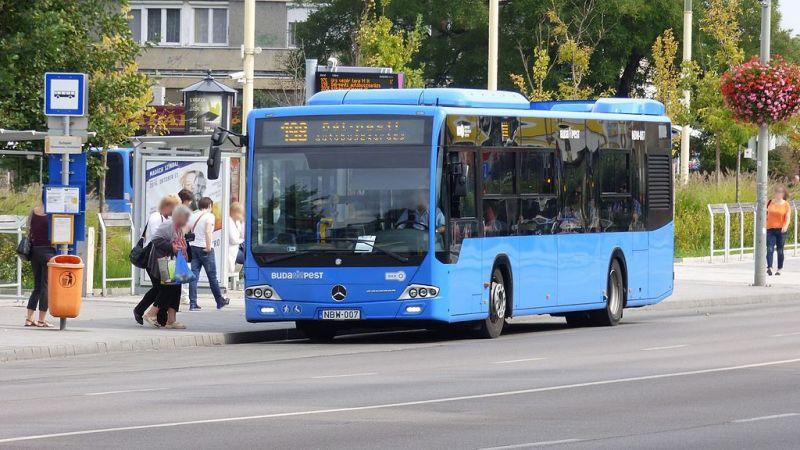 Lezárják a Ferihegyi út egy részét vasárnap, két buszjárat útvonala is módosul