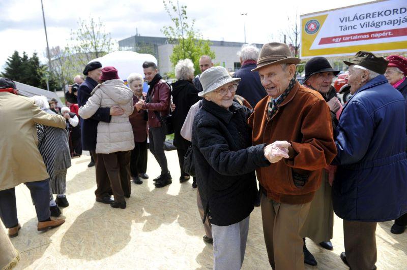 70 éves kor lesz az új nyugdíjkorhatár?