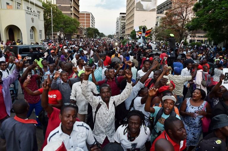 37 év után lemondott Mugabe, a zimbabwei diktátor