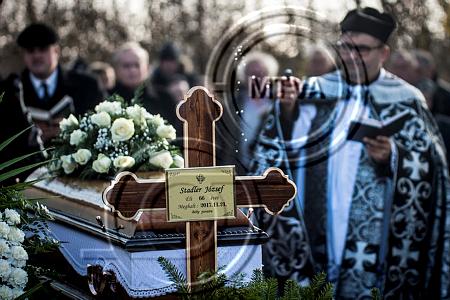 Lagzi Lajcsi trombitált Stadler József temetésén – Fotók