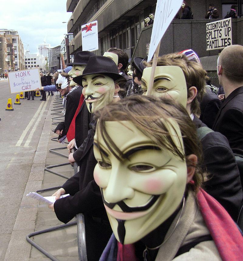 Vasárnap a rendszer hibái miatt vonulnak Budapesten a maszkos ellenállók