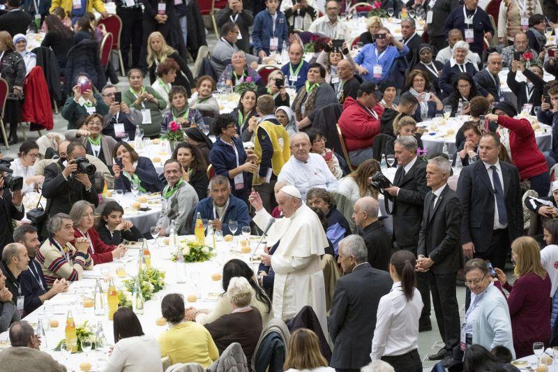 Ferenc pápa: a szegények segítése az egyház evangéliumi kötelessége