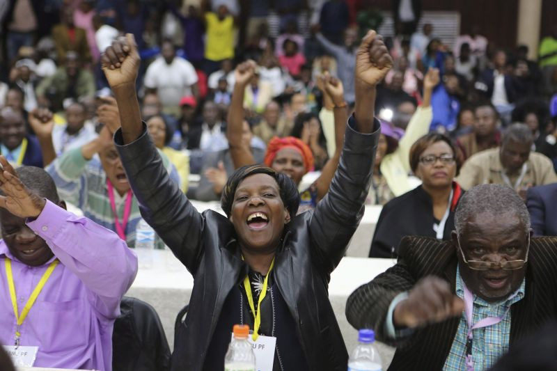 Zimbabwe: kiszorult pártja vezetéséből a véreskezű diktátor
