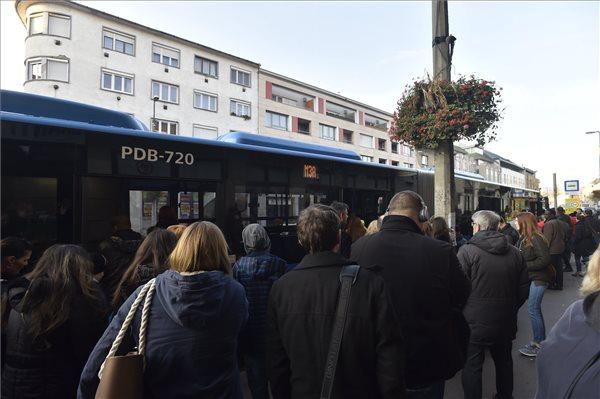 BKV-vezér: aki szerint sűrűbben kellene indítani a metrópótlókat, az nem ért a közlekedésszervezéshez