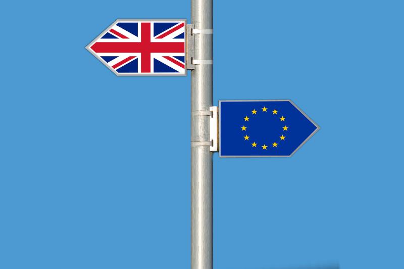 Törvénybe iktatná a brit kormány, mikor lépnek ki az EU-ból