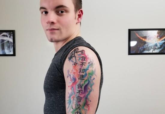 Egy brit fiúnak köszönhetjük a tökéletes kínai tetoválást