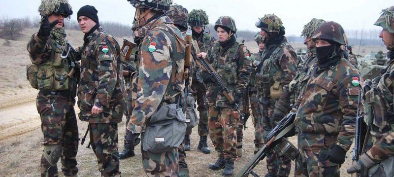 Nő a katonák bére és több juttatást kapnak jövőre