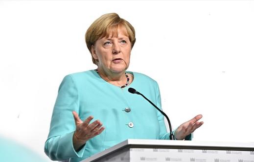 Merkel: Németország számára fontos, hogy az EU tovább fejlődjön