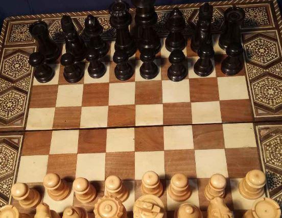 Eladó Kádár sakk-készlete