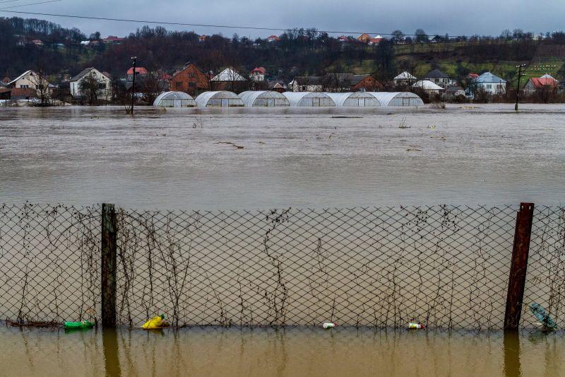Teljes hazai szakaszán árad a Tisza: elsőfokú árvizvédelmi készültség
