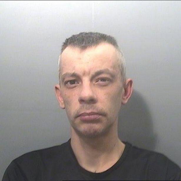 Kiraboltak egy magyar férfit Walesben, mindössze 5 fontért