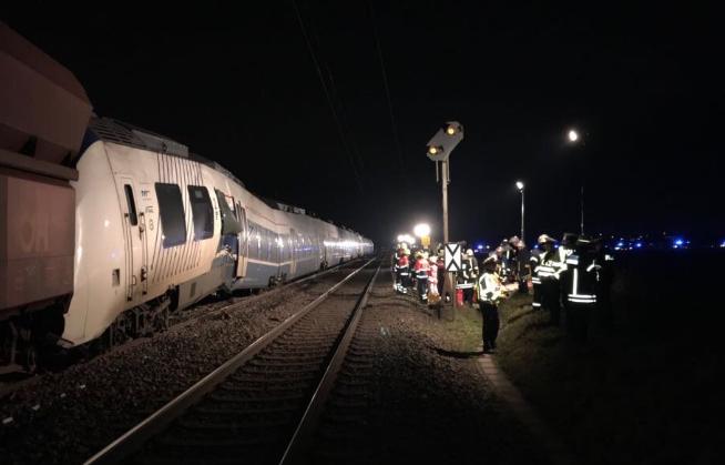 Német vonatbaleset: 41-en könnyebben, hárman súlyosan sérültek meg