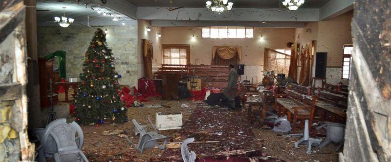 Öngyilkos merénylet egy pakisztáni templomban: legalább 9 halott, 56 sebesült