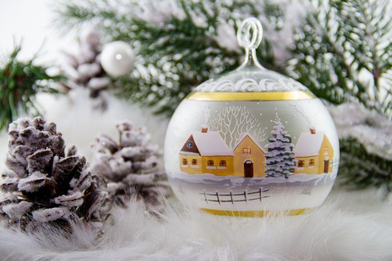 Karácsonyfadísz lett a pécsi államtitkárból