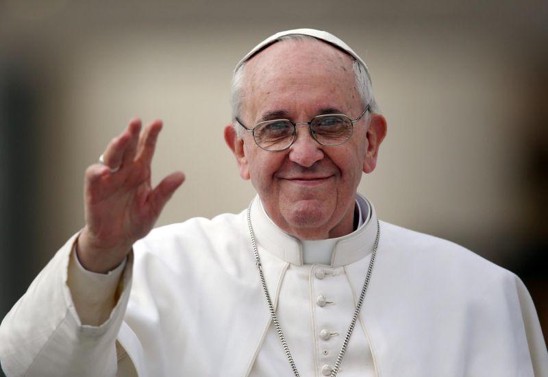 A pápa kommunikációs bűnökről beszélt az újságíróknak