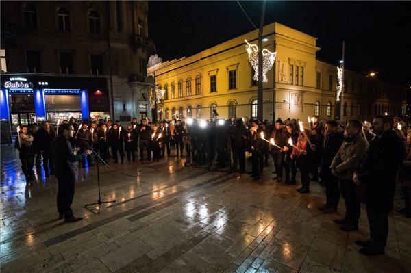 Fáklyás megemlékezést tartott a Fidelitas az üldözött keresztényekért