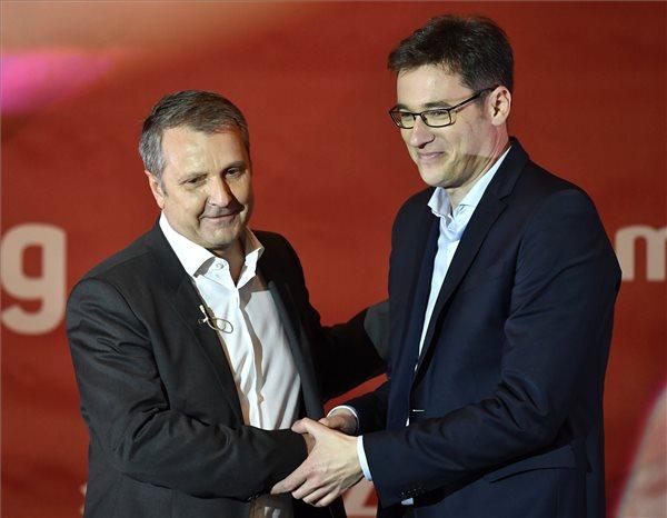 Azért kell összefogni az MSZP elnöke szerint, mert a Jobbikból vonzó mártír lehet, ha kicsinálják