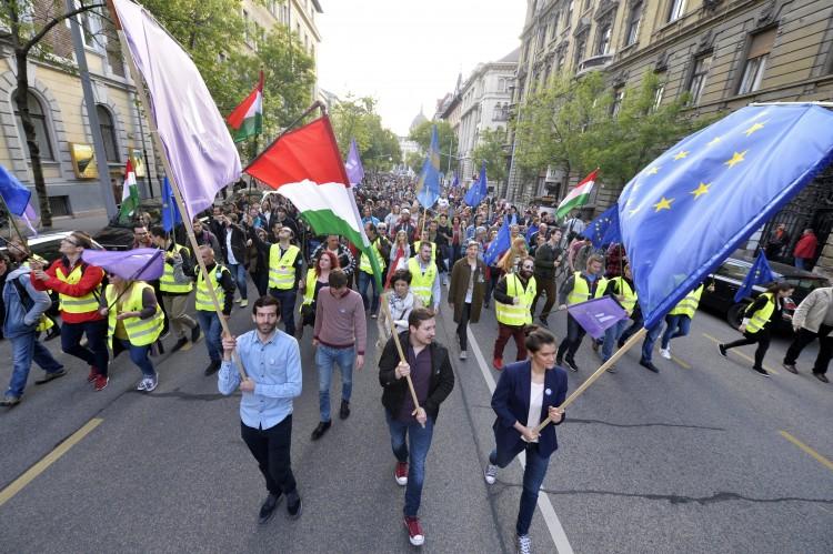 Elemző: az ellenzék nem képes mozgósítani választóit
