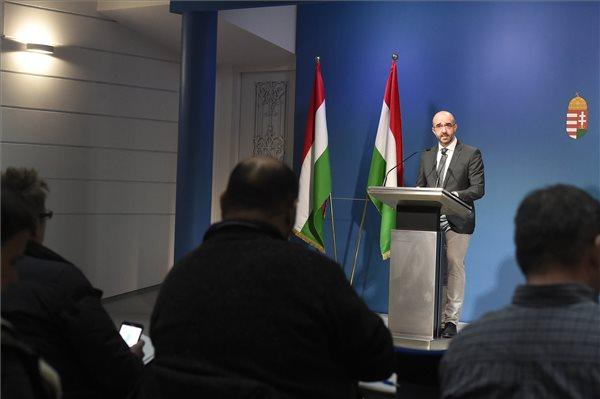Kormányszóvivő: minden eddigi rekordot megdöntött a Soros-tervről szóló konzultáció