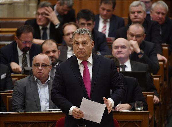 Komédia a parlamentben: Orbán Viktor így még biztosan nem kívánt boldog karácsonyt