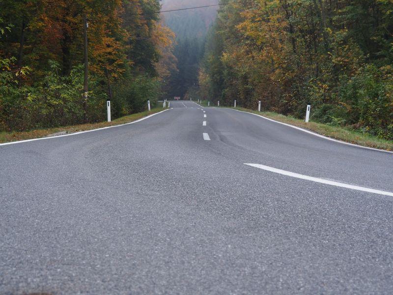 Sónedvesek az ország útjai, több helyen balesetek nehezítik a közlekedést