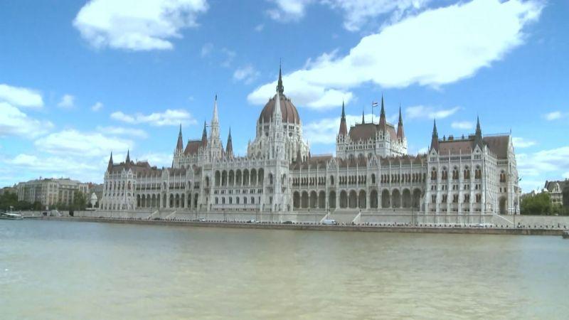 A Fidesz parlamenti többsége ma ismét megleckézteti az Európai Uniót