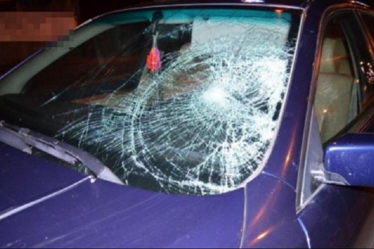 Szombat este egy BMW-s fiatal halálra gázolt a zebrán egy 49 éves nőt Tatabányán