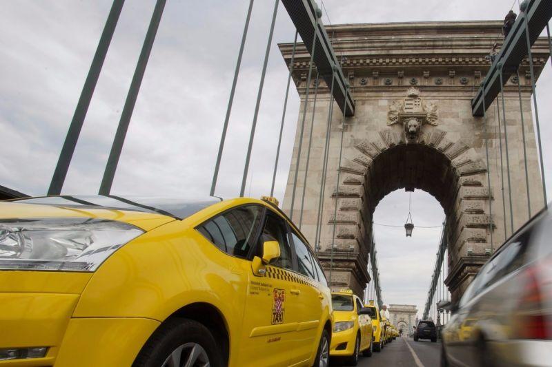 Többet kell várni a taxikra az ünnepek alatt