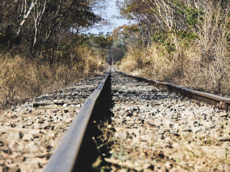 Rendőrök mentették meg a vonatsínen fekvő, 48 éves férfit
