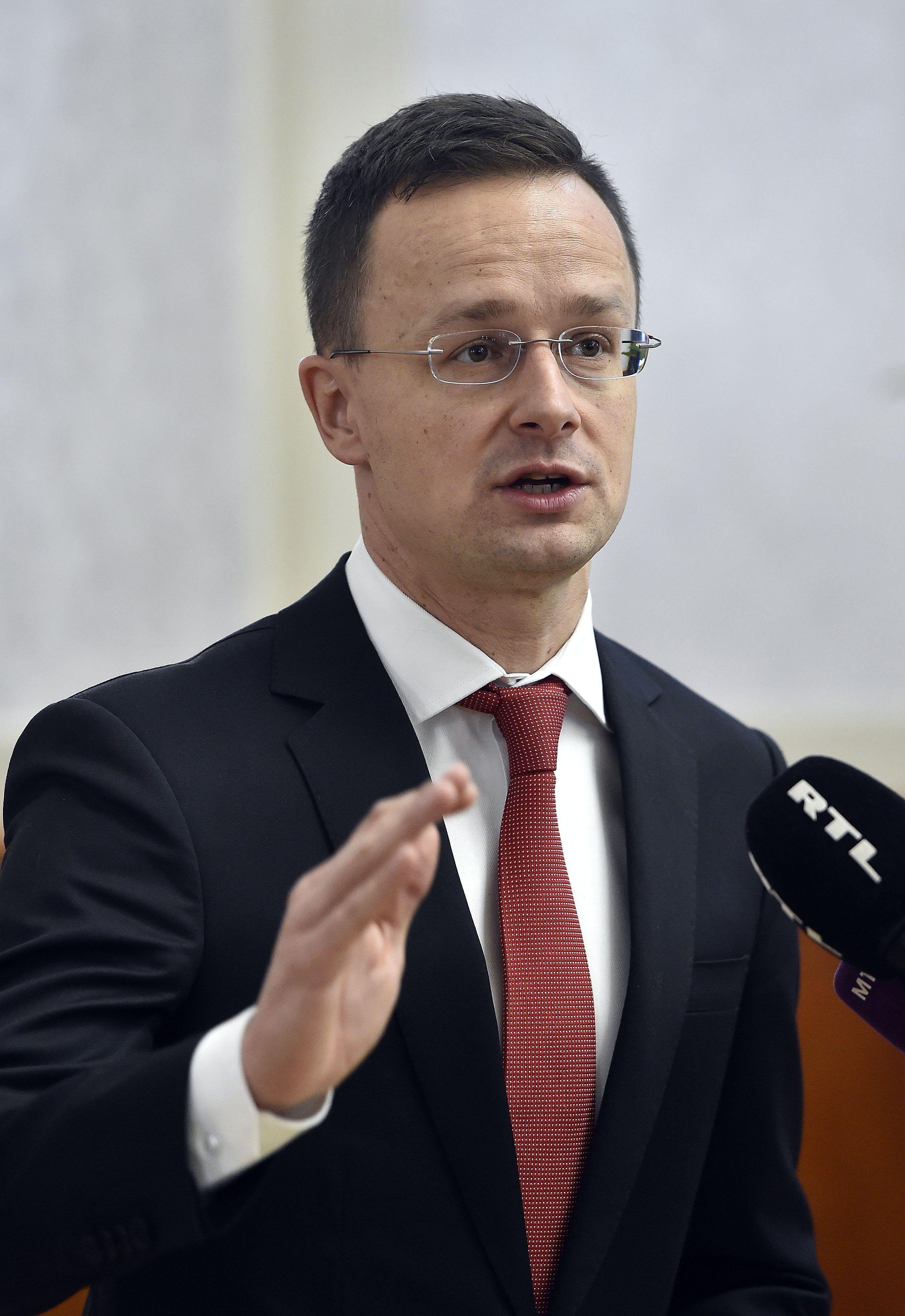 Szijjártó elfogadhatatlannak tartja a román miniszterelnök akasztós nyilatkozatát
