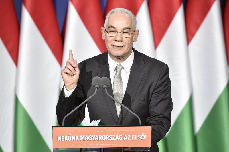 """""""Nincs könnyű élete annak, aki látja a közeledő bajt"""" – Balog Zoltán Noé bárkájáról is beszélt Orbán évértékelője előtt"""
