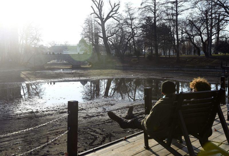 Megdőlt a fővárosi hajnali melegrekord, hétvégén már hó is lehet