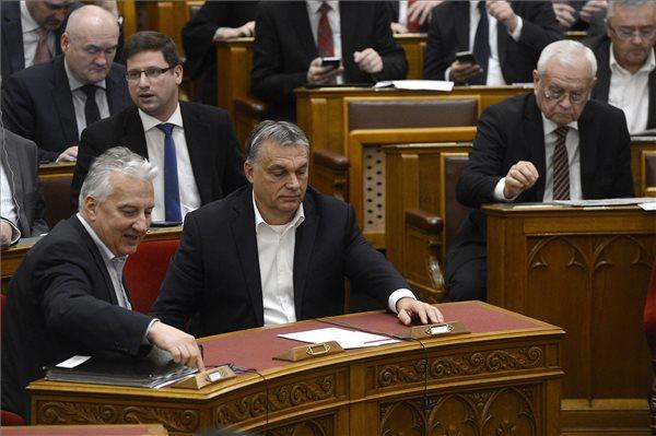 Századvég: stabil volt tavaly a Fidesz népszerűsége, az MSZP és a Jobbik támogatottsága csökkent