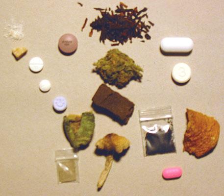 Pszichoaktív drogot árult a házi őrizete alatt