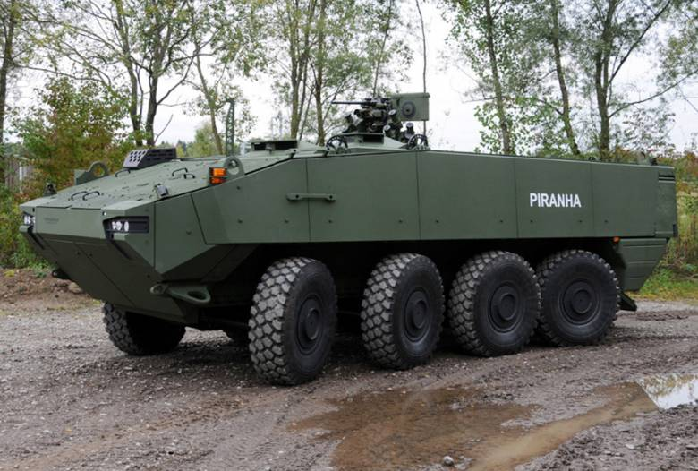 Páncélozott csapatszállító járművek beszerzéséről írt alá szerződést a román védelmi miniszter