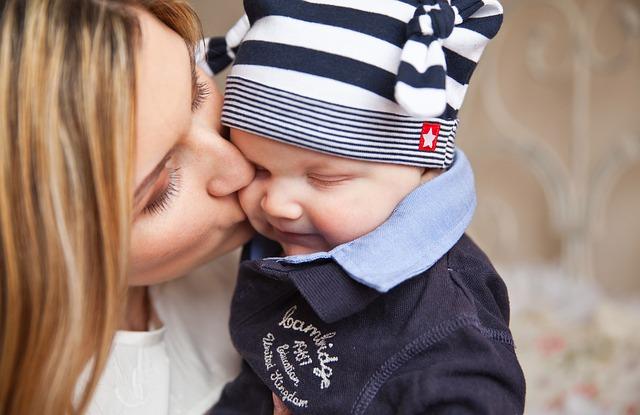 Az Együtt szerint a Fidesz nem foglalkozik az egyedülálló szülőkkel