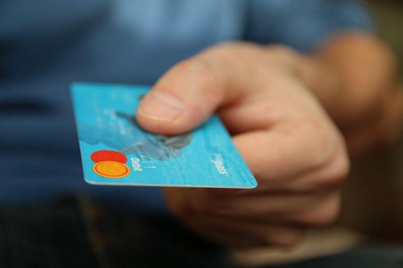 Jó híreket kaptak a bankkártya-tulajdonosok