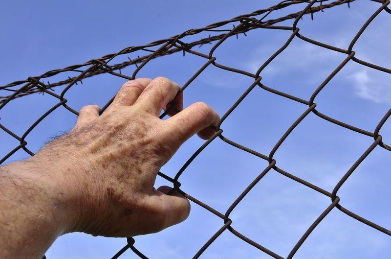 Börtönőröket támadtak meg elítéltek Franciaországban